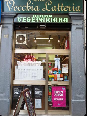 Entrada do Veccia Latteria que oferece refeições vegetarianas desde 1950